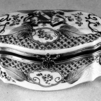 Dėžutė su herbu. Japonija. XIX...