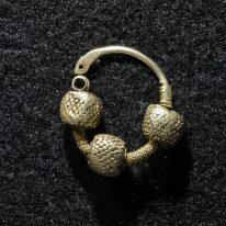 Auskaras-pakabukas. XI–XIII a....