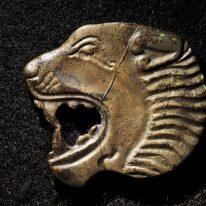 Liūto galvos pavidalo plokštel...